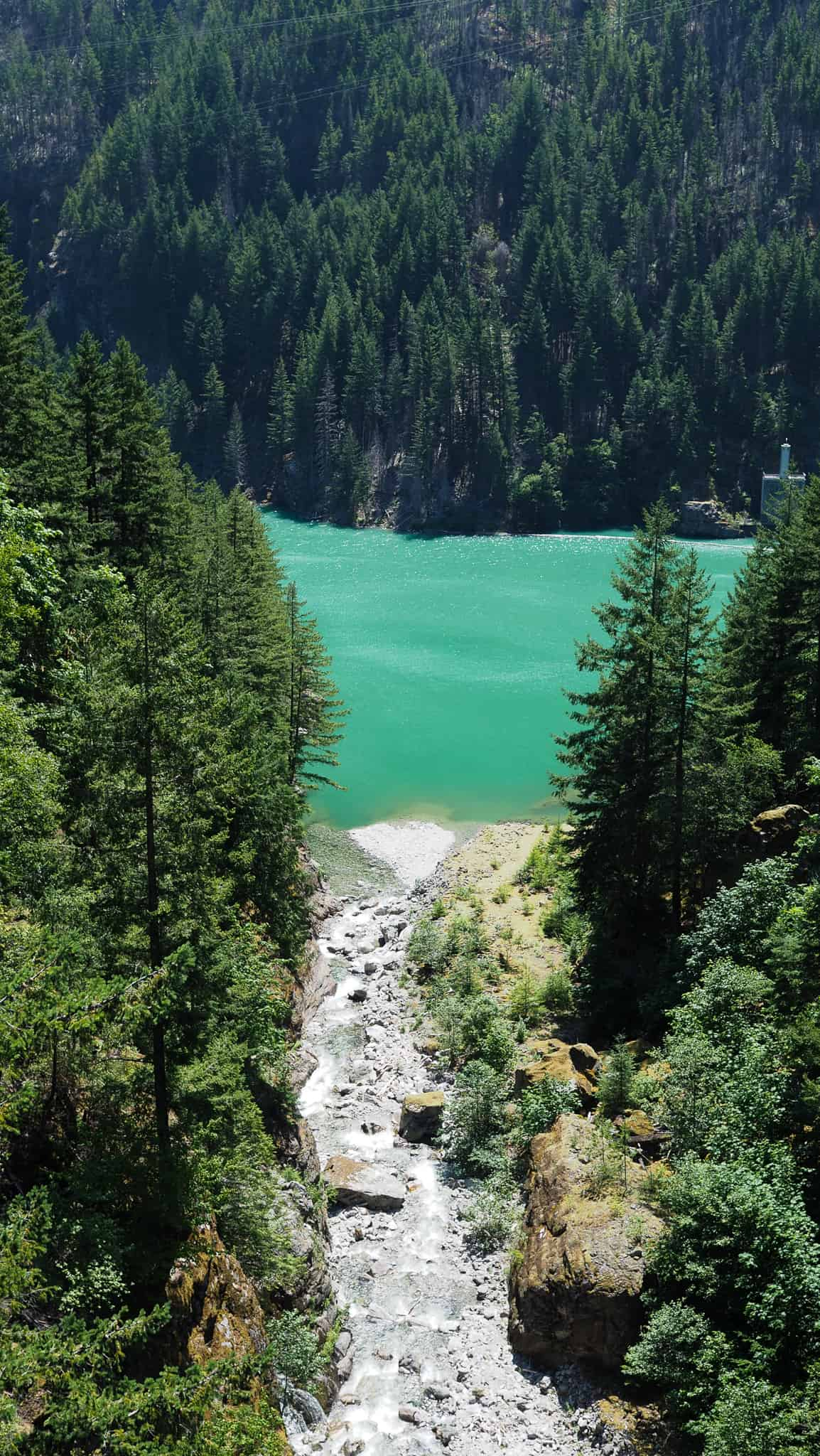 North Cascades National Park is in northern Washington State. A perfect day trip from Seattle, WA. This guide will detail the three major lakes in the national park! Featured: Gorge Lake Overlook