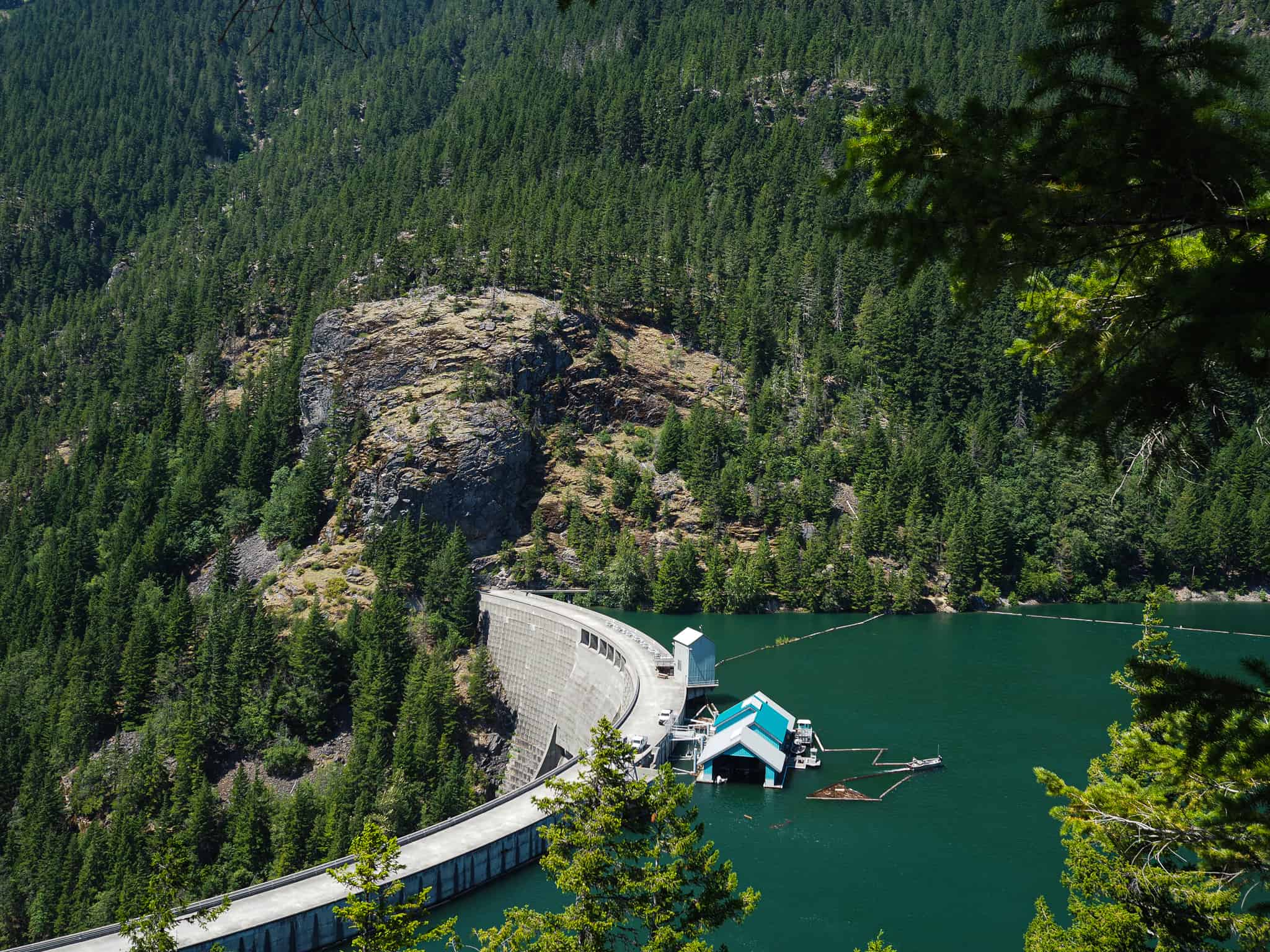 North Cascades National Park is in northern Washington State. A perfect day trip from Seattle, WA. This guide will detail boat rentals to explore Ross Lake.