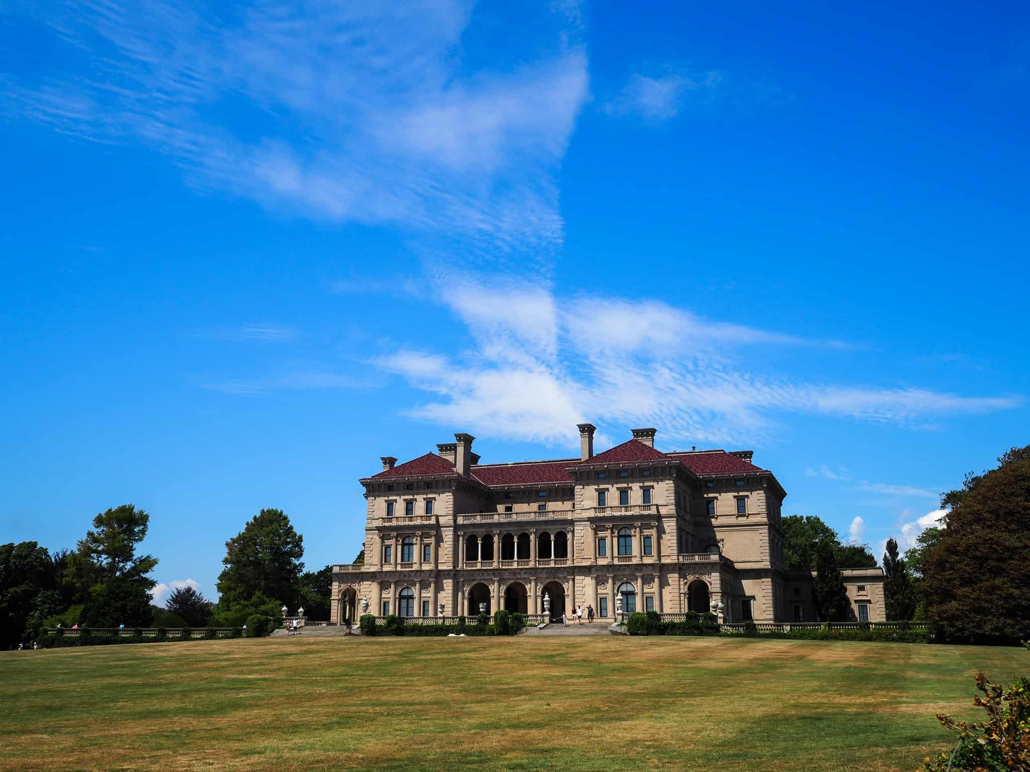 The Breakers is the grandest of all the Gilded Age mansions on the Cliff Walk. The mansion has incredible sweeping views of the ocean.